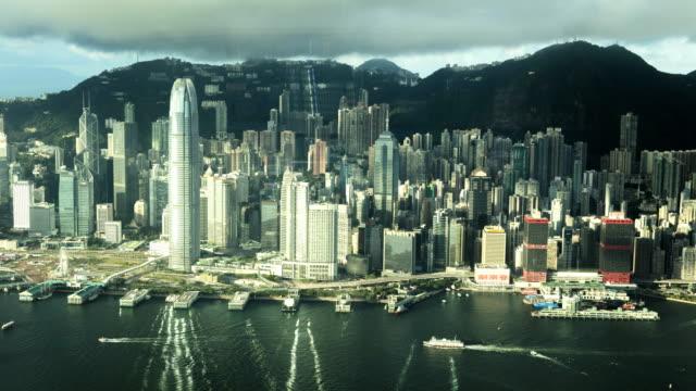 victoria harbor ferry terminal china south east asia - ビクトリアピーク点の映像素材/bロール