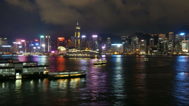 victoria harbor time lapse in hong kong - traghetto star video stock e b–roll