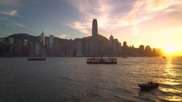 stockvideo's en b-roll-footage met ws victoria harbour bij zonsondergang / hong kong, china - star ferry