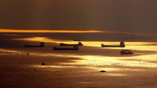 vídeos de stock e filmes b-roll de victoria harbour - barcaça