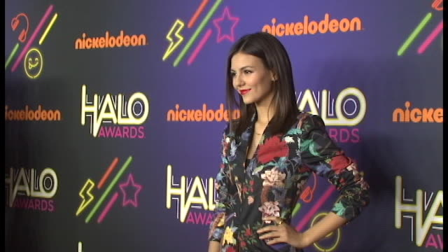 victoria justice at 2014 nickelodeon halo awards at basketball city - pier 36 - south street on november 15, 2014 in new york city. - ヴィクトリア・ジャスティス点の映像素材/bロール