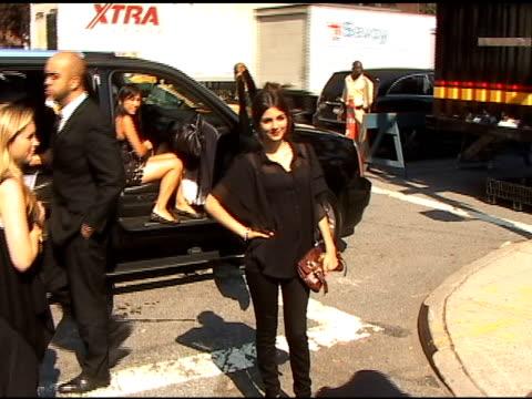 victoria justice at new york fashion week - ヴィクトリア・ジャスティス点の映像素材/bロール