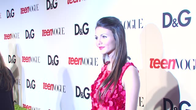 victoria justice at the 7th annual teen vogue young hollywood party at hollywood ca. - ヴィクトリア・ジャスティス点の映像素材/bロール