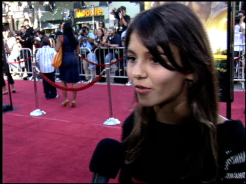 victoria justice at the dreamer premiere on october 9, 2005. - ヴィクトリア・ジャスティス点の映像素材/bロール