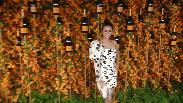 victoria justice at the ninth-annual veuve clicquot polo classic los angeles at will rogers state historic park on october 06, 2018 in pacific... - ヴィクトリア・ジャスティス点の映像素材/bロール
