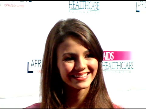 victoria justice at the the aids healthcare foundation presentation of 'hot in hollywood' at the henry fonda/music box theatre in hollywood,... - ヴィクトリア・ジャスティス点の映像素材/bロール