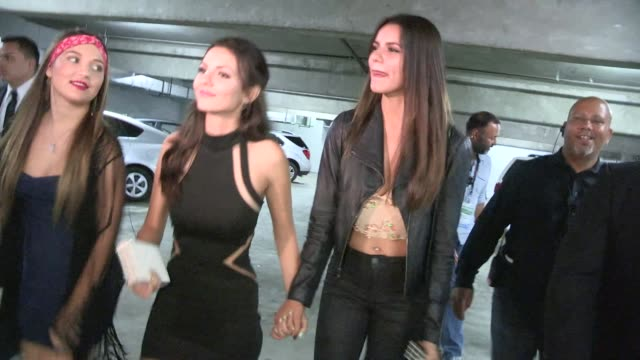 victoria justice, madison justice & pierson fode departing naomi & ely's no kiss list in los angeles in celebrity sightings in los angeles, - ヴィクトリア・ジャスティス点の映像素材/bロール