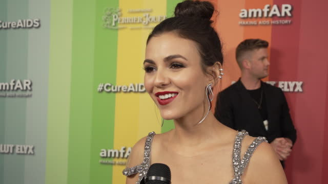 victoria justice on why is it important to support amfar in the fight against hiv/aids at the amfar gala los angeles 2019 in los angeles, ca 10/10/19 - ヴィクトリア・ジャスティス点の映像素材/bロール