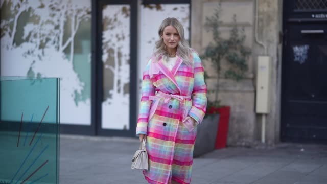 stockvideo's en b-roll-footage met victoria magrath wears a colorfully striped trench coat a bulgari beige bag old pink pointy heeled boots outside viktor rolf during paris fashion... - gepunt