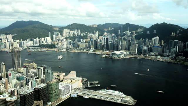 victoria peak and victoria harbor cruise terminal kowloon - ビクトリアピーク点の映像素材/bロール