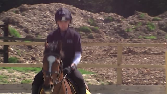 stockvideo's en b-roll-footage met victoria pendleton retrains as jump jockey; ext pendleton around course on horse pendleton interview sot - whole new level of trying to be calm and... - jockey