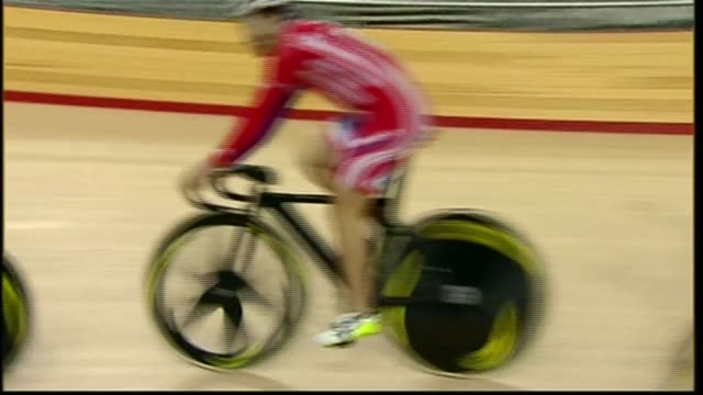 stockvideo's en b-roll-footage met victoria pendleton retrains as jump jockey; r22021103 london: stratford: olympic site: int british cyclists including victoria pendleton around track... - jockey