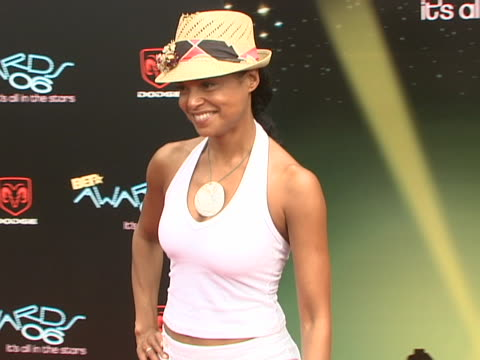 vidéos et rushes de victoria rowell at the 2006 bet awards arrivals at shrine auditorium in los angeles, california. - shrine auditorium