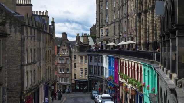 victoria street, edinburgh - time laose - edinburgh scotland stock videos & royalty-free footage