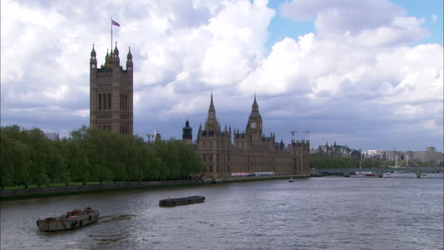 WS, Victoria Tower and Houses of Parliament, Thames River in foreground, London , England