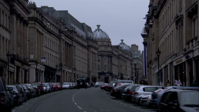 victorian buildings line the streets of newcastle, england. available in hd. - newcastle upon tyne video stock e b–roll
