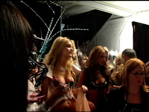 victoria's secret models at the 10th victoria's secret fashion show backstage at the armory in new york new york on november 9 2005 - waffenlager stock-videos und b-roll-filmmaterial