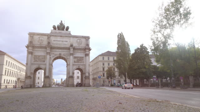 victory gate munich - triumphal arch stock videos & royalty-free footage