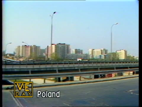 vidéos et rushes de victory remembered: part 1; poland warsaw high rise buildings in warsaw - varsovie