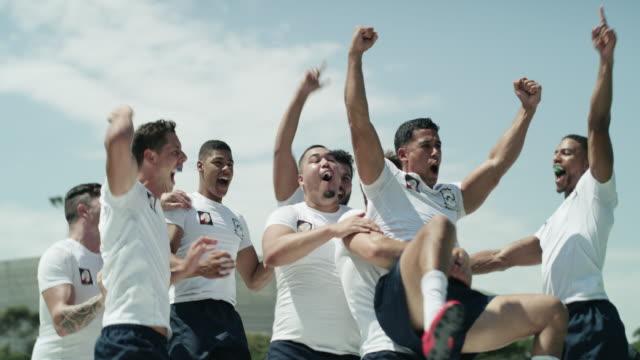 vidéos et rushes de la victoire est douce - match sport