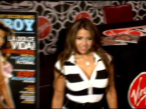 vida guerra at the vida guerra playboy july 2006 issue signing at virgin megastore times square in new york, new york on june 15, 2006. - vida guerra bildbanksvideor och videomaterial från bakom kulisserna