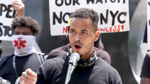 vidéos et rushes de vidal guzman - jlusa community organizer. the event was organized by freedom march nyc a protest group civil rights organization organized by young... - non urban scene