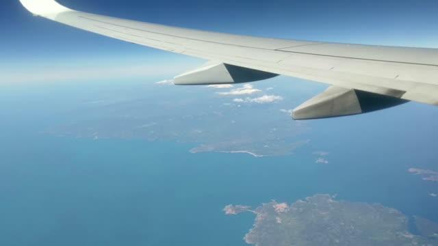 video airplane flight wing corsica italy mediterranean - industria aerospaziale video stock e b–roll