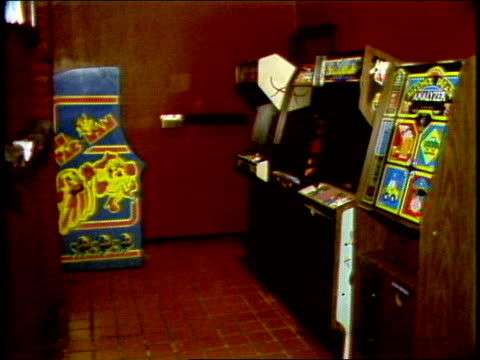 vídeos de stock e filmes b-roll de video arcade machines in a washington, dc nightclub - 1985