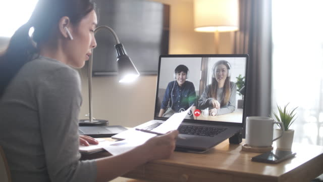videosamtalsmöte hemma, arbeta på distans och självisolering - medium group of people bildbanksvideor och videomaterial från bakom kulisserna
