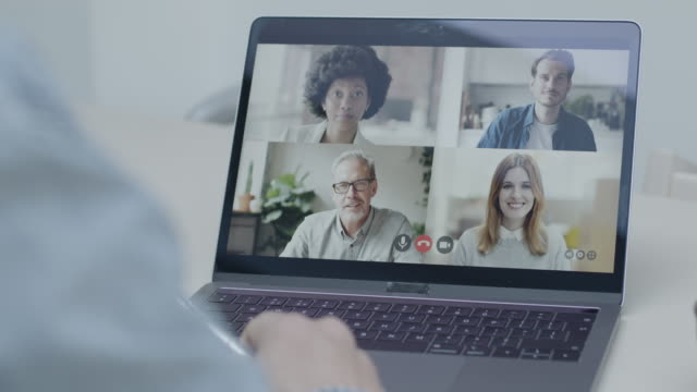 video call with colleagues working from home, business people using video conferencing technology for virtual meeting - cloud computing stock-videos und b-roll-filmmaterial