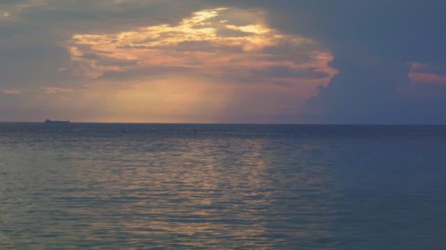 4K Video Caribische zeegezicht van Curacao en lagune bij zonsondergang