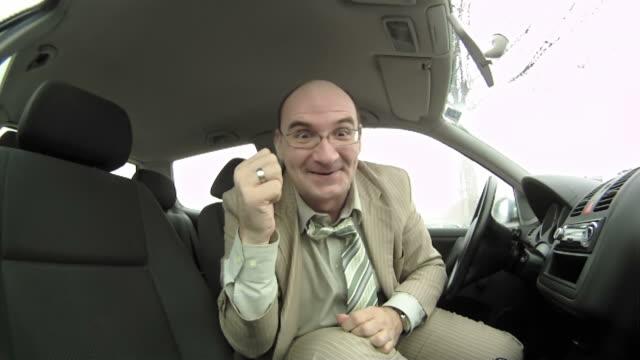 vídeos y material grabado en eventos de stock de time-lapse hd: videoconferencia en el coche - one mature man only