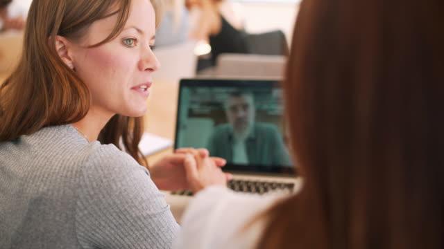 vídeos y material grabado en eventos de stock de vídeo para conferencias - conferencia telefonica