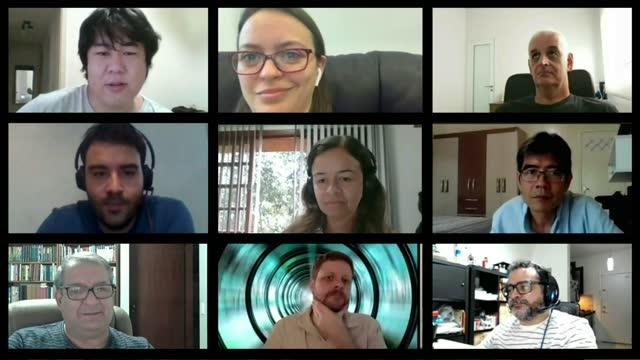 有九人的視頻會議。要貼上到螢幕的圖像。 - 合成膠片 個影片檔及 b 捲影像