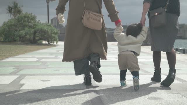 4 k ビデオ - 家族の生活の中で日 - public park点の映像素材/bロール