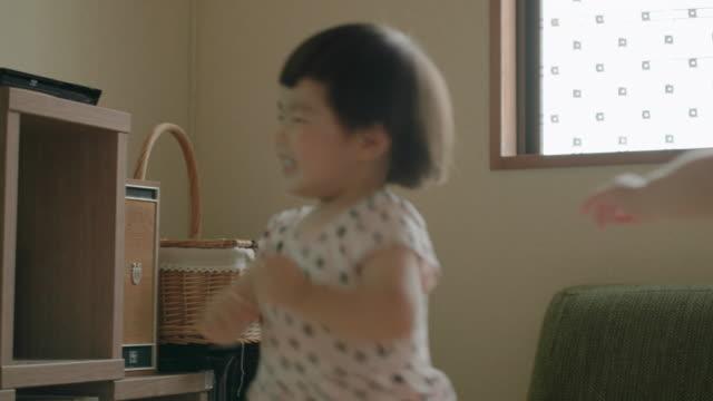 vídeos de stock, filmes e b-roll de vídeo de 4k - dia na vida de uma família - etnia oriental