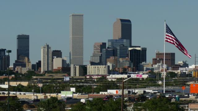 HD-video der Innenstadt von Denver, Colorado, Wolkenkratzer und US-Flagge