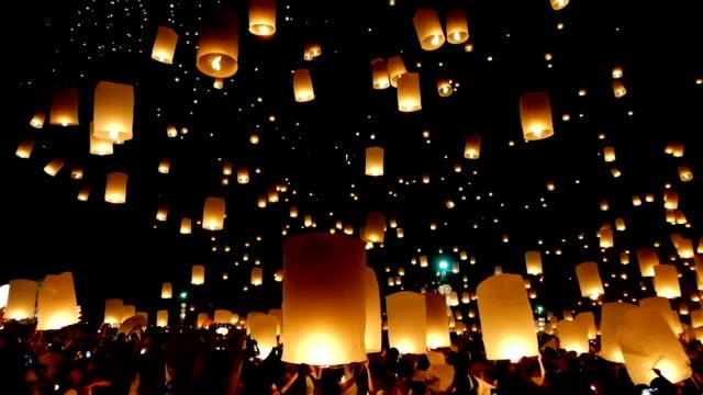HD Video - Floating lanterns yeepeng festival camera pan up