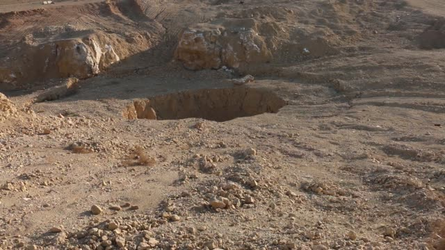 video footage of the khasfa pit near the town of hammam alalil in northern iraq it is a place where over 4000 victims were shot dead and dumped by... - ninawa stock videos & royalty-free footage