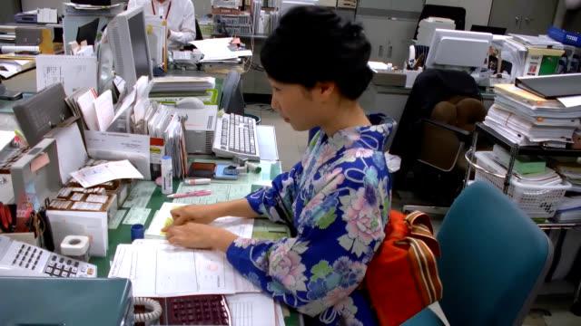 "video footage shows students civil servants and company employees clad in ""yukata"" summer kimono adding a colorful touch on july 5 in shimanto kochi... - yukata video stock e b–roll"