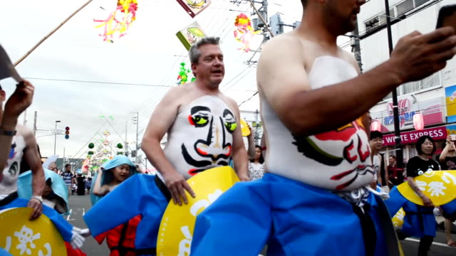 Video footage taken in Furano in Hokkaido shows the many unusual and humorous faces painted on stomachs dancing during the 50th Hokkai Heso Matsuri...