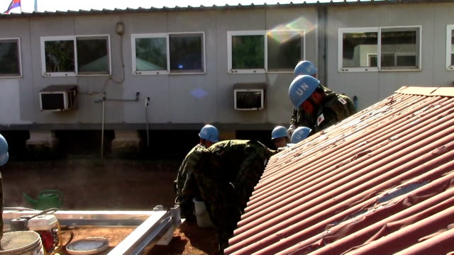 video footage taken in juba the capital of south sudan shows selfdefense force troops dispatched for united nations peacekeeping operations in the... - 平和維持点の映像素材/bロール
