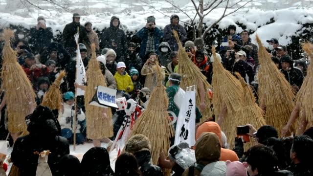 "Video footage taken in Kaminoyama Yamagata Prefecture shows two elderly men handweaving ""kendai"" haystacklike straw outfits and ""fuyuwaraji"" winter..."