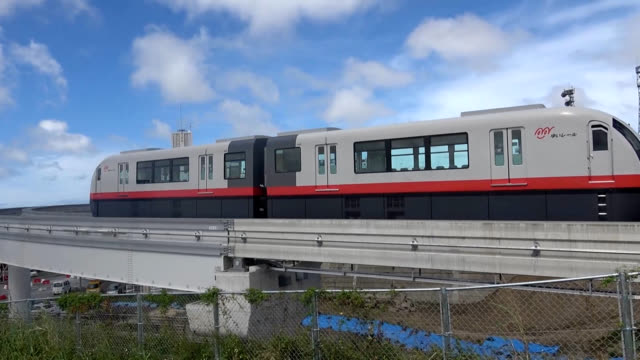 vidéos et rushes de video footage taken in the early morning of oct 1 shows he opening ceremony and first run on the new 41kilometer extension of the okinawa urban... - monorail