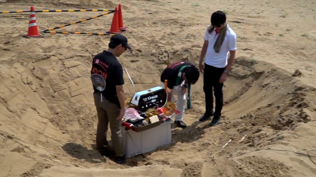 Video footage taken in the Tottori Sakyu sand dunes in Tottori shows a team of engineers testing out the signaling abilities of a lunar survey rover...