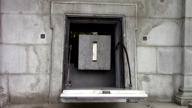 video footage taken in tokyo shows a small hellenic style monument containing a crystal marker set on granite to demark he country's cartographic... - クリスタル点の映像素材/bロール