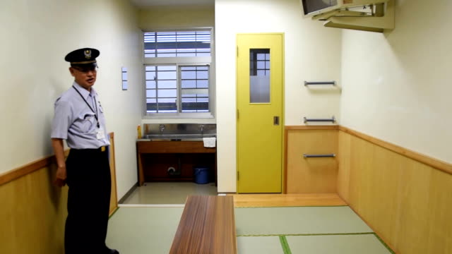 video footage taken late in may shows the interior of the higashinihon immigration center in ushiku ibaraki prefecture during a tour given to... - emigration and immigration点の映像素材/bロール
