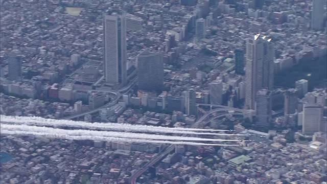 video footage taken on aug. 22 shows the japan air self-defense force acrobatic flying team blue impulse drawing strands of smoke in the sky above... - 曲芸点の映像素材/bロール