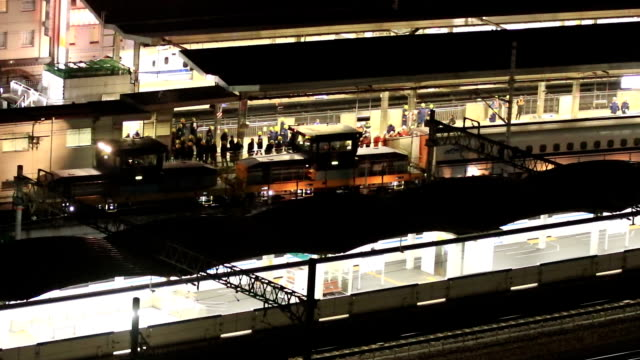 Video footage taken on Dec 16 at Nagoya Station shows a Nozomi Shinkansen bullet train carriage having one of its bogies replaced in a swift...