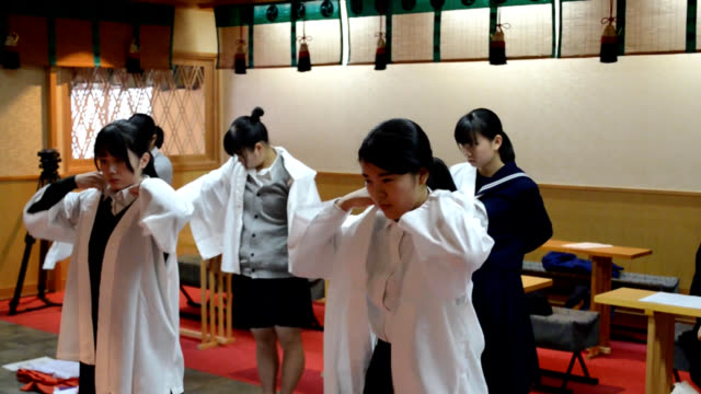 video footage taken on dec. 25 shows a group of female high school and university students hired by toishihachimangu shrine in shunan, yamaguchi... - anticipation点の映像素材/bロール